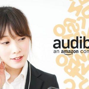 Audibleで英語を聞いている女性