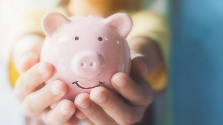 お金を大切にするイメージ(貯金箱)